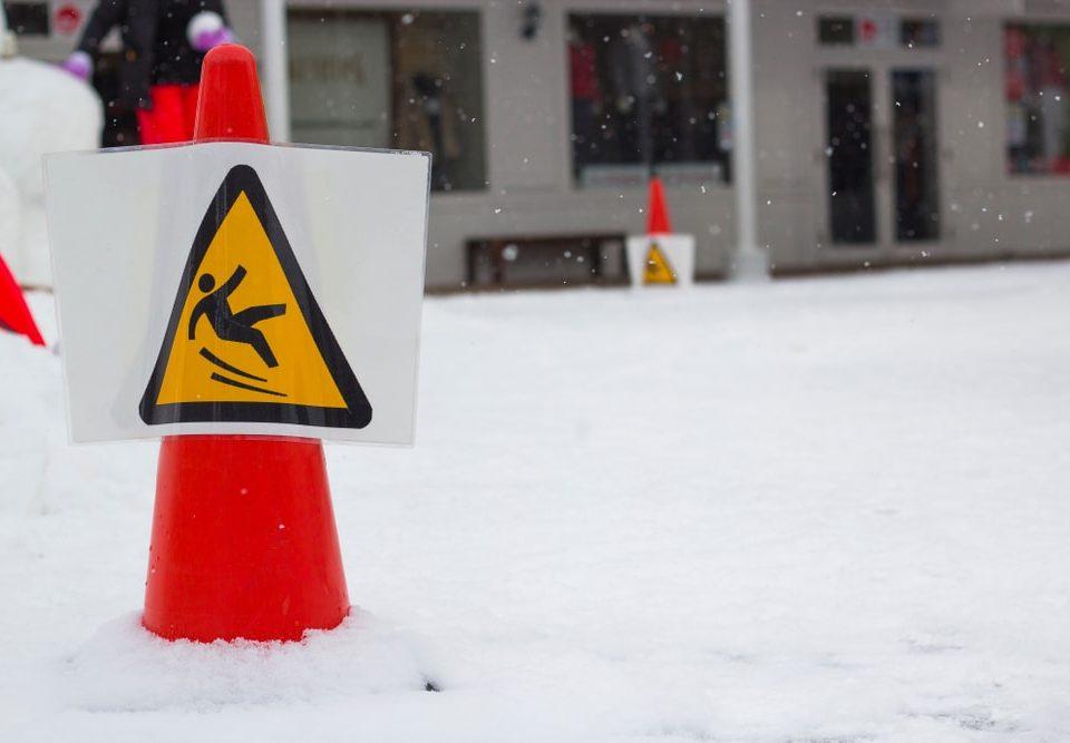 Les chutes sont une cause fréquente d'entorses en hiver
